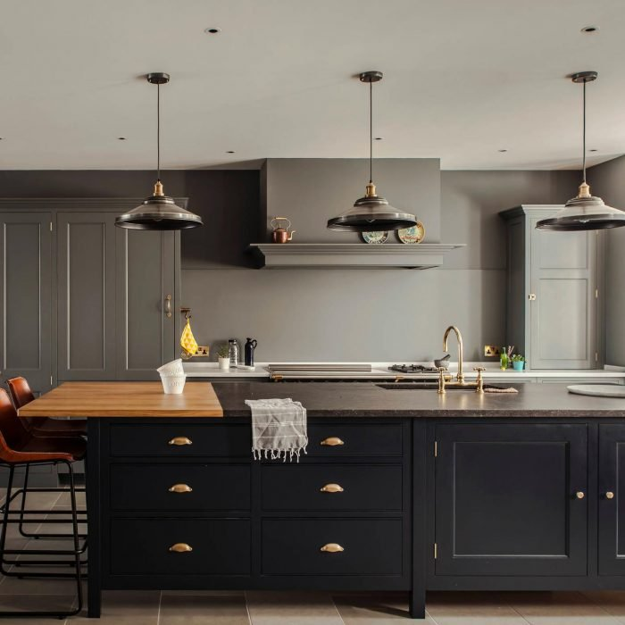 7 Stylish Ways to Work Black Kitchen Cabinets