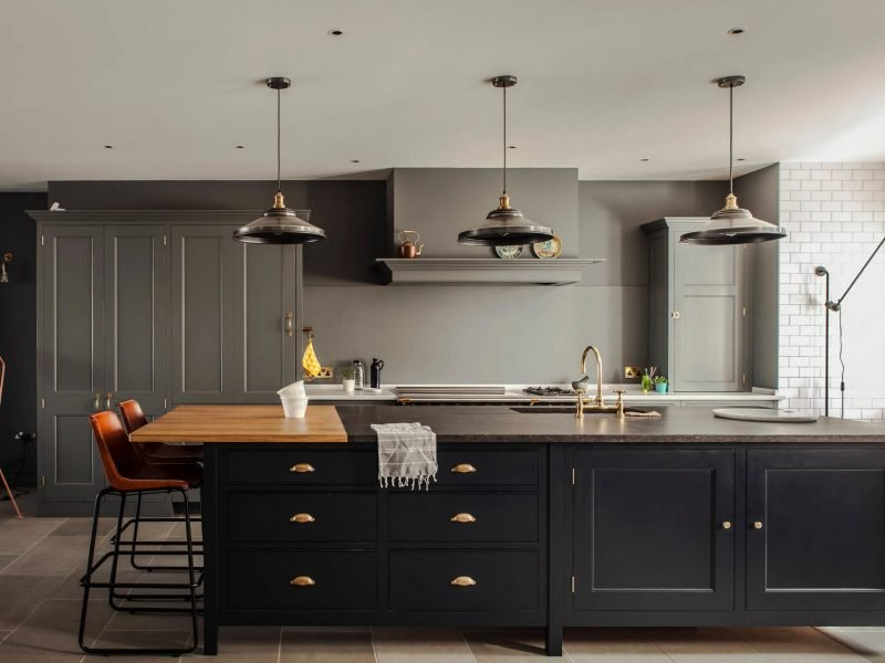 7 Stylish Ways to Work Black Kitchen Cabinets